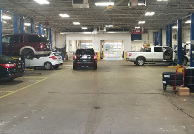 Chapman Ford of Northeast Philadelphia Service Bay