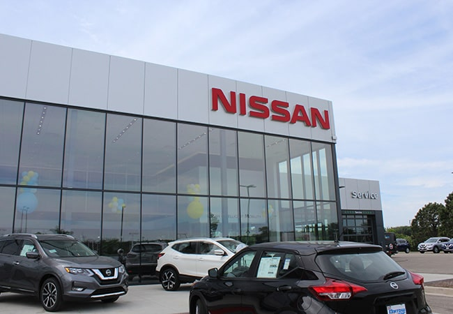 Russ Darrow Nissan of West Bend Dealership
